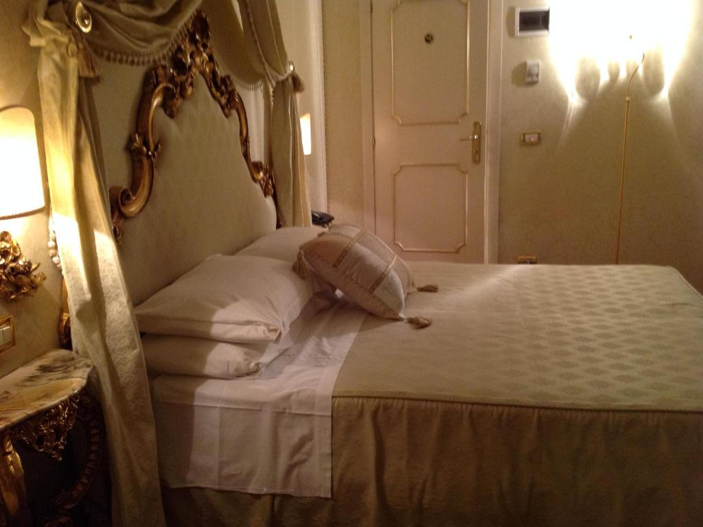 Double Standard Room - Bed Hotel Antico Doge
