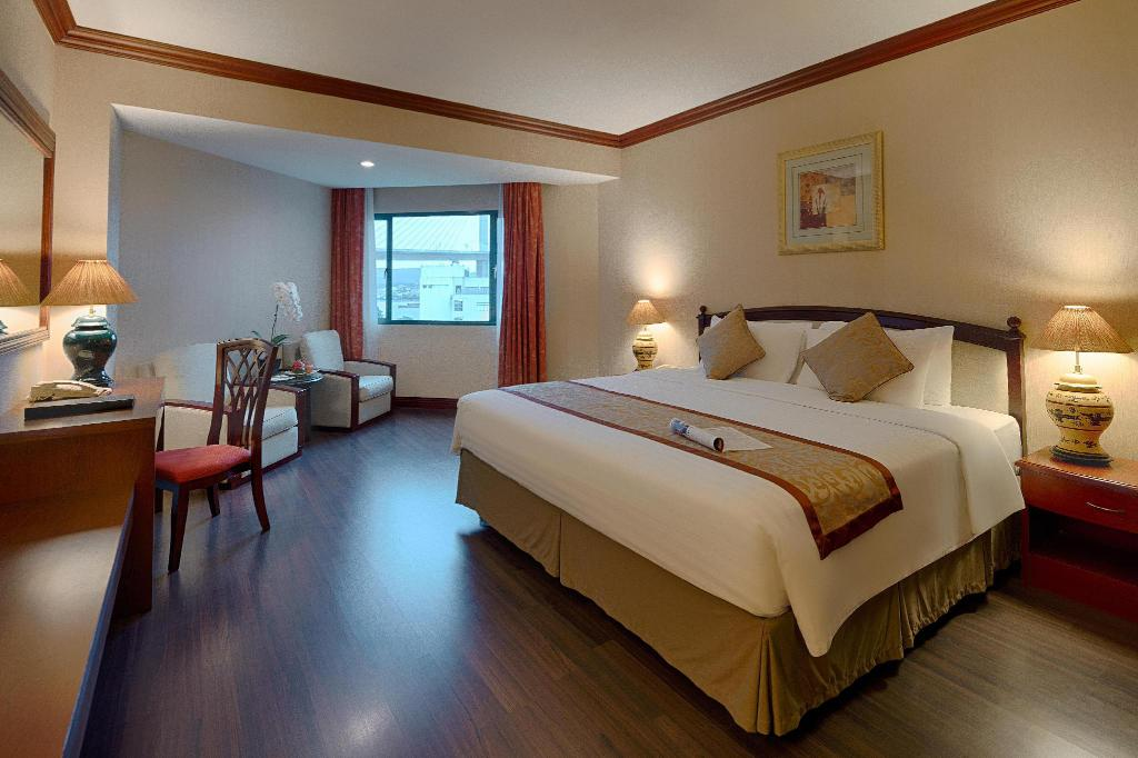 Superior King Ocean View - Guestroom Halong Plaza Hotel - managed by H&K Hospitality