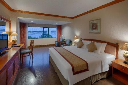 Deluxe King Sea View Room - Bed Halong Plaza Hotel - managed by H&K Hospitality
