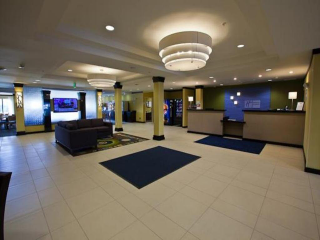 Lobby Holiday Inn Express & Suites Monroe