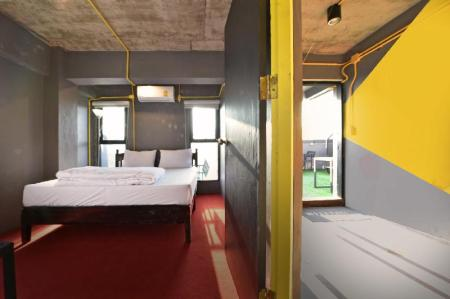 Double Private Room with Shared Bathroom 248 Street Hostel (Rooftop Bar and Pool)