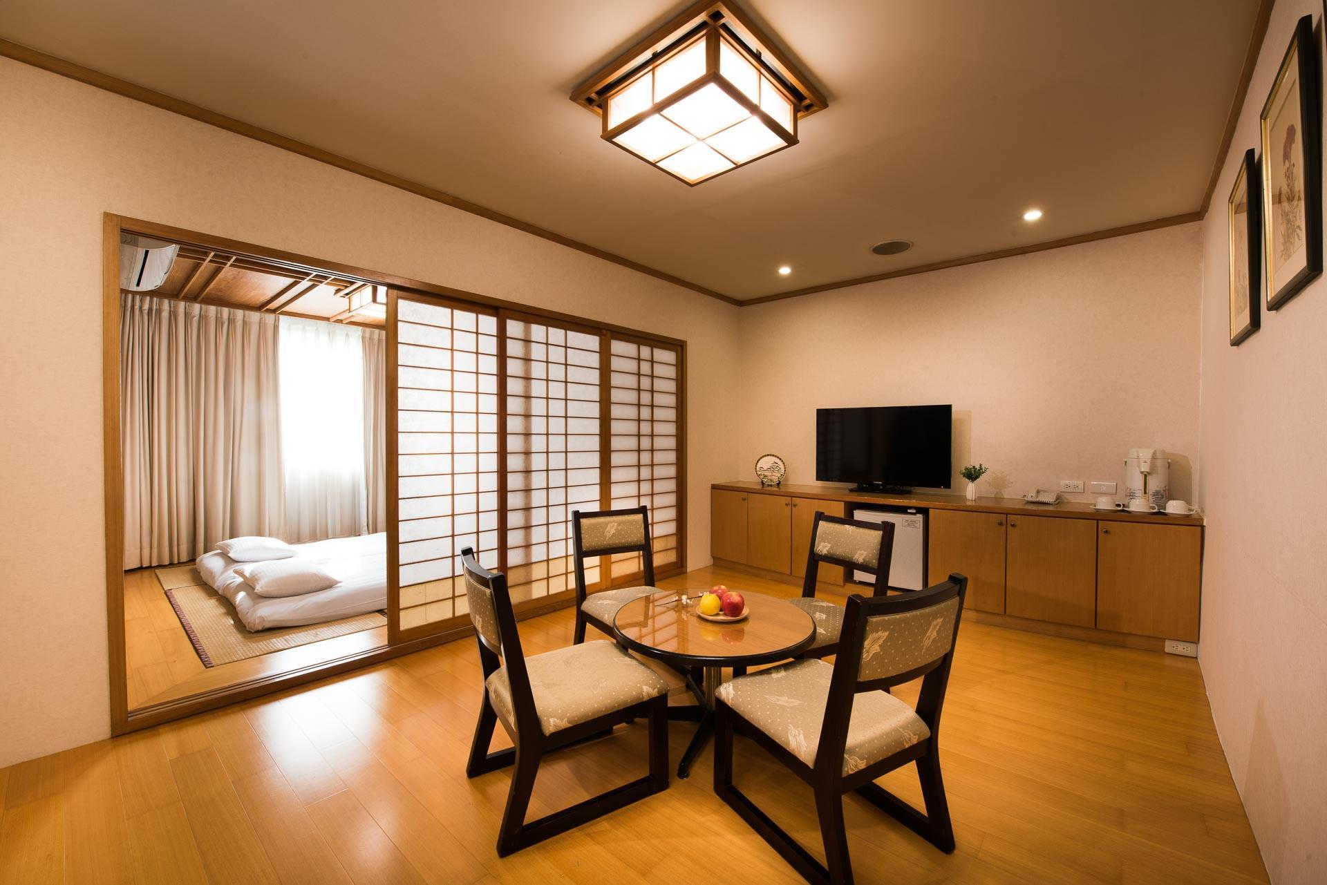 Japanese Suite - Japanese Style