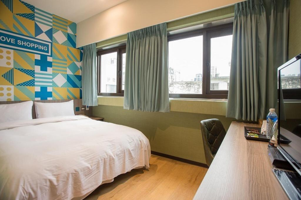 Standard Double Bed - Guestroom Rainbow Hotel