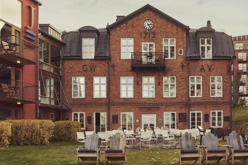 hotel j in stockholm room deals photos reviews. Black Bedroom Furniture Sets. Home Design Ideas
