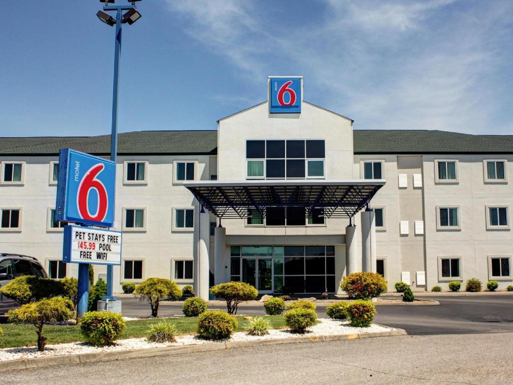 Motel 6 Knoxville - East in Knoxville (TN) - Room Deals