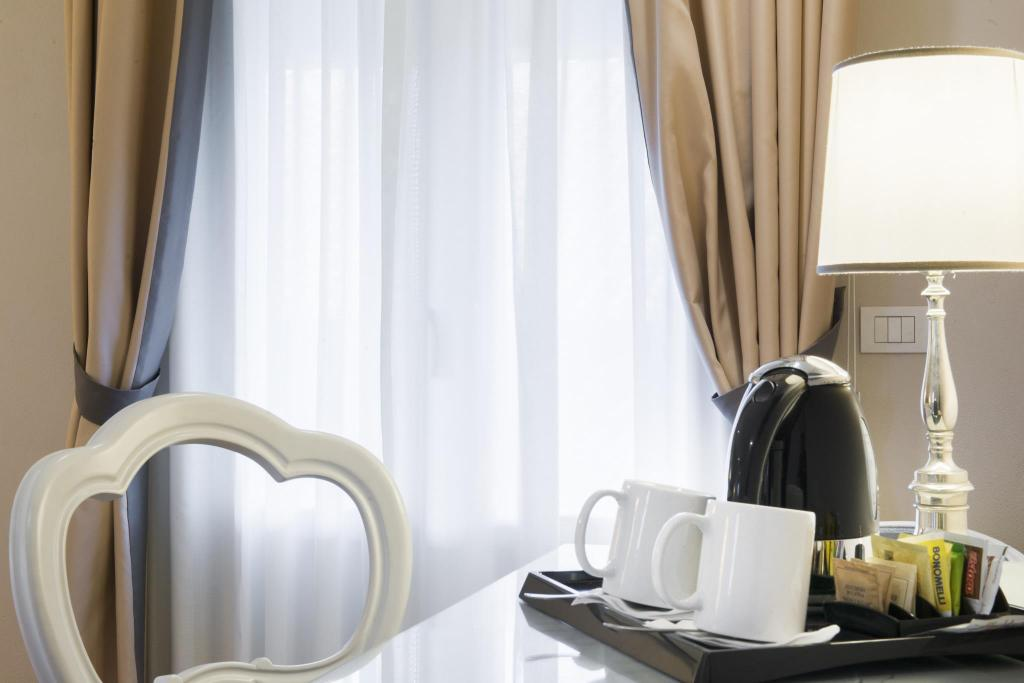 Double or Twin Room - Room amenities Hotel Rapallo