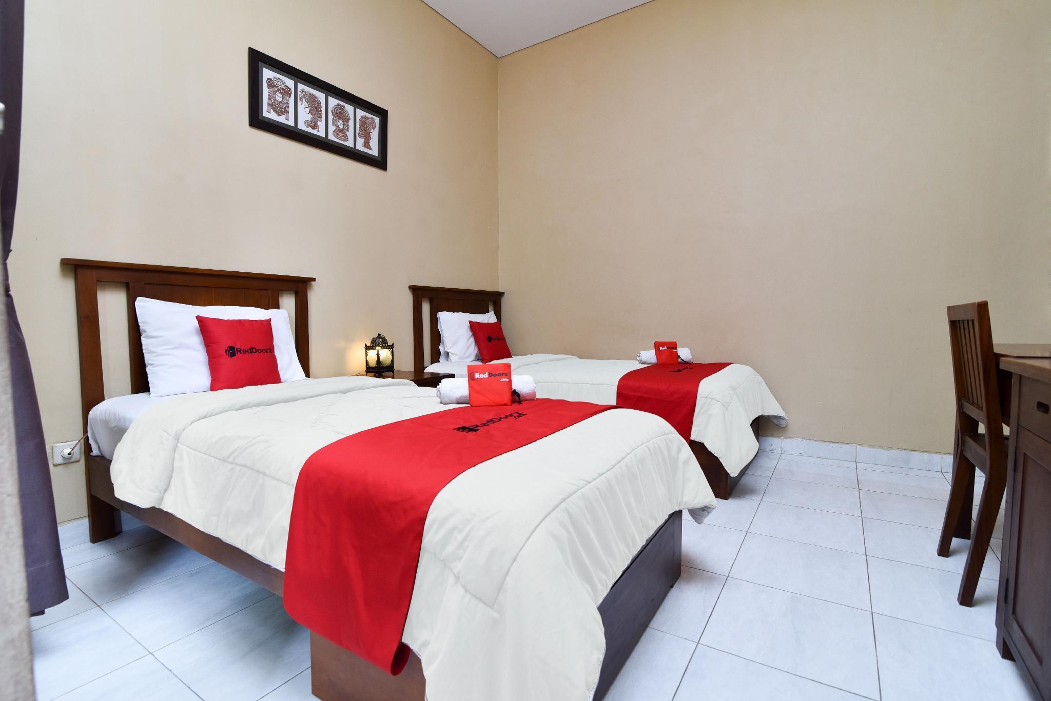 Reddoorz Near Pantai Sanur Bali Guesthouse Bed And Breakfast Deals Photos Reviews