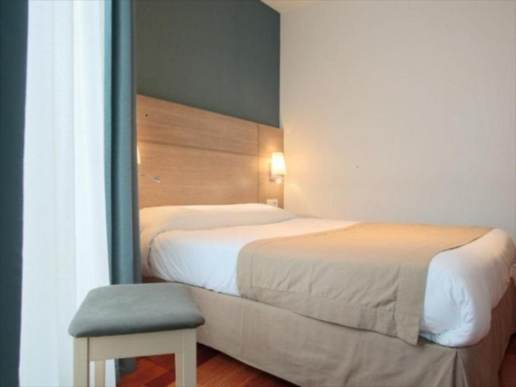 Best Price on Grand Hotel Du Loiret in Paris + Reviews
