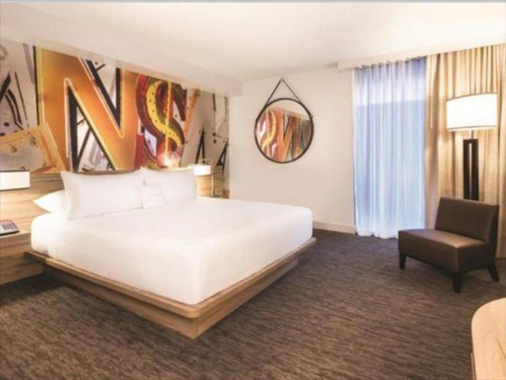 Deluxe Room 1 King Non Smoking Guestroom The Linq Hotel And