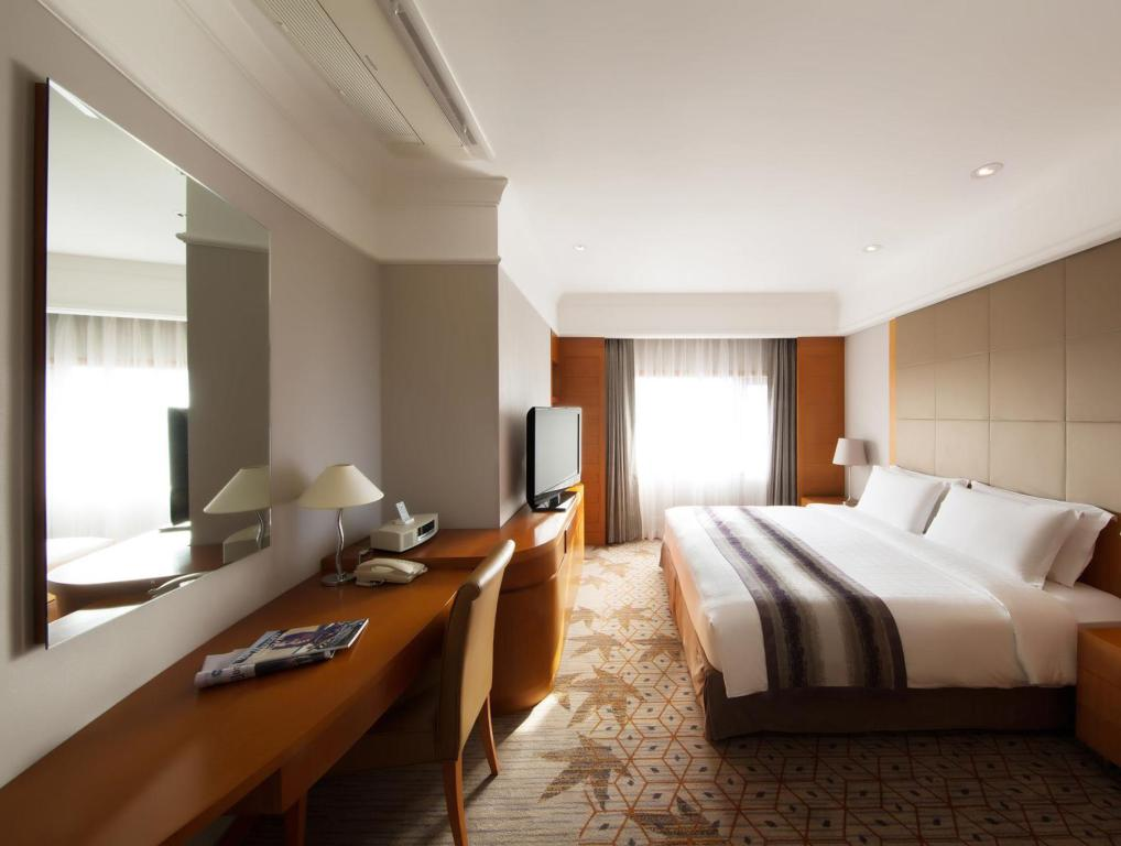Executive Suite King Room - Bed