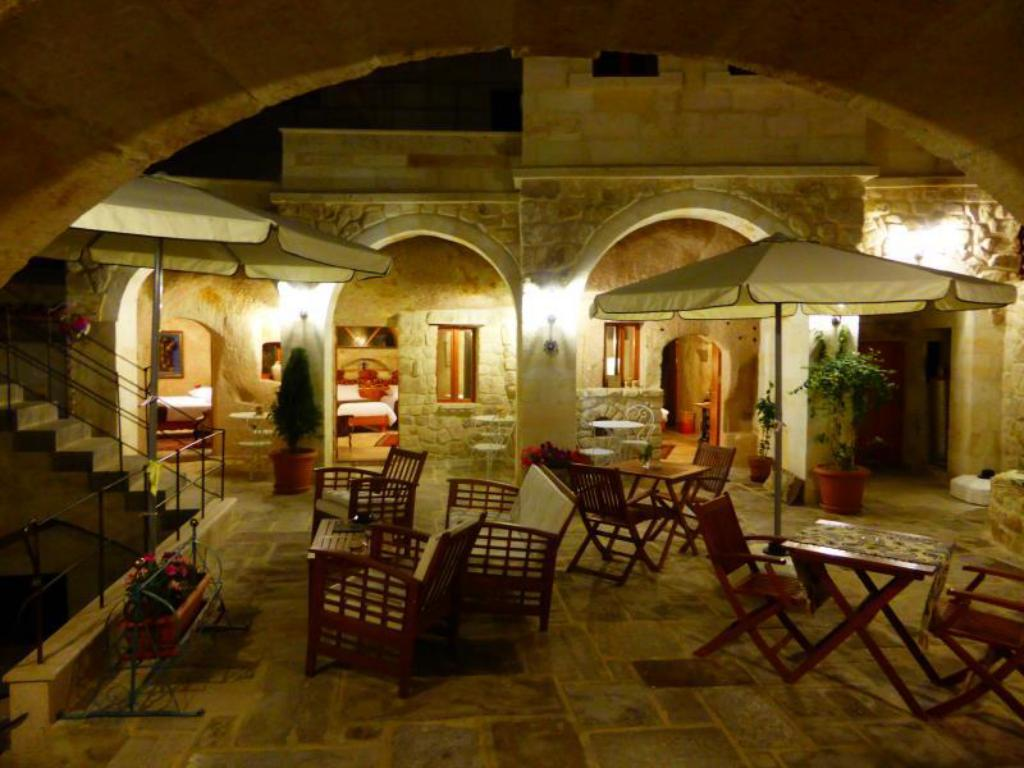 Courtyard Cave Hotel (Canyon Cave Hotel)