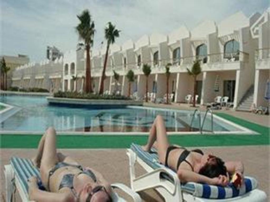 Aqua fun club resort hurghada deals photos reviews - Club mahindra kandaghat swimming pool ...
