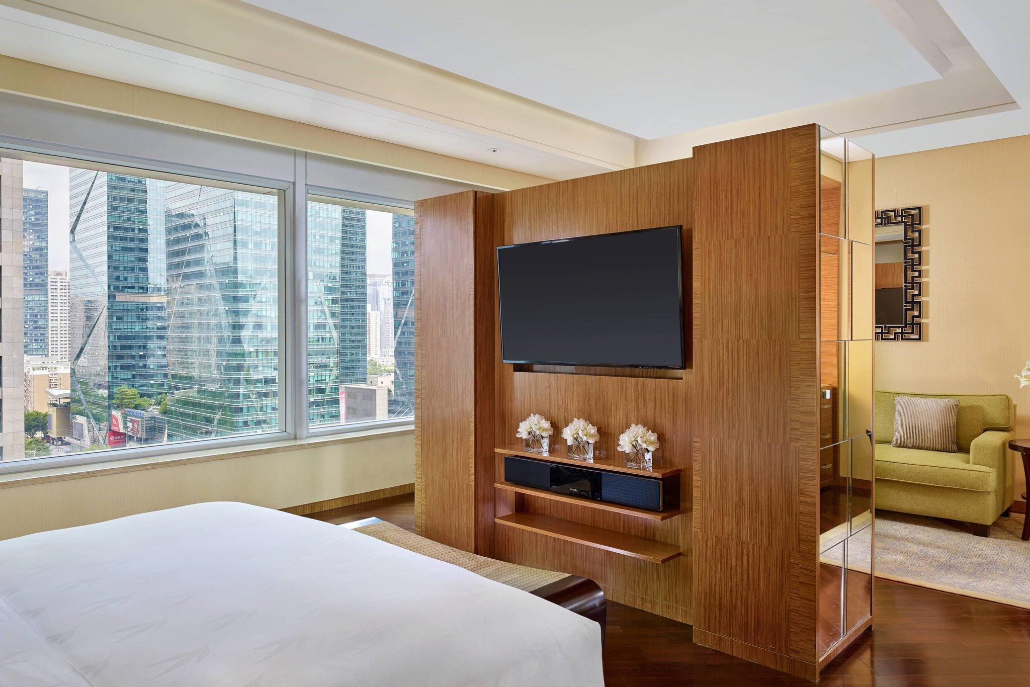 Club Premier Room, Club level, Larger Guest room, 1 King