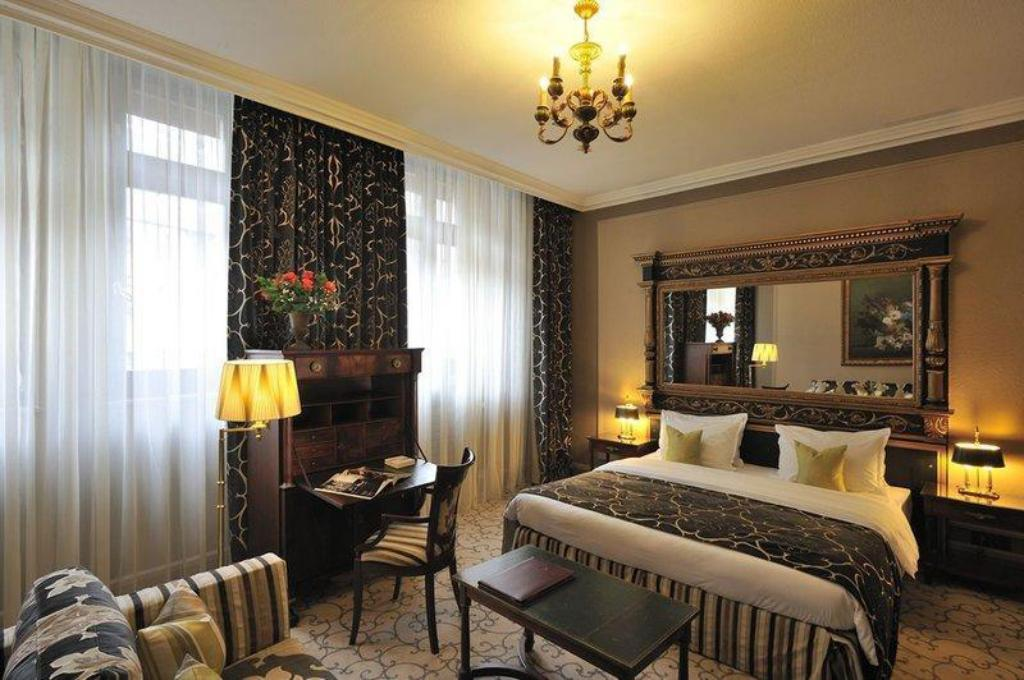 More about Hotel de la Cigogne