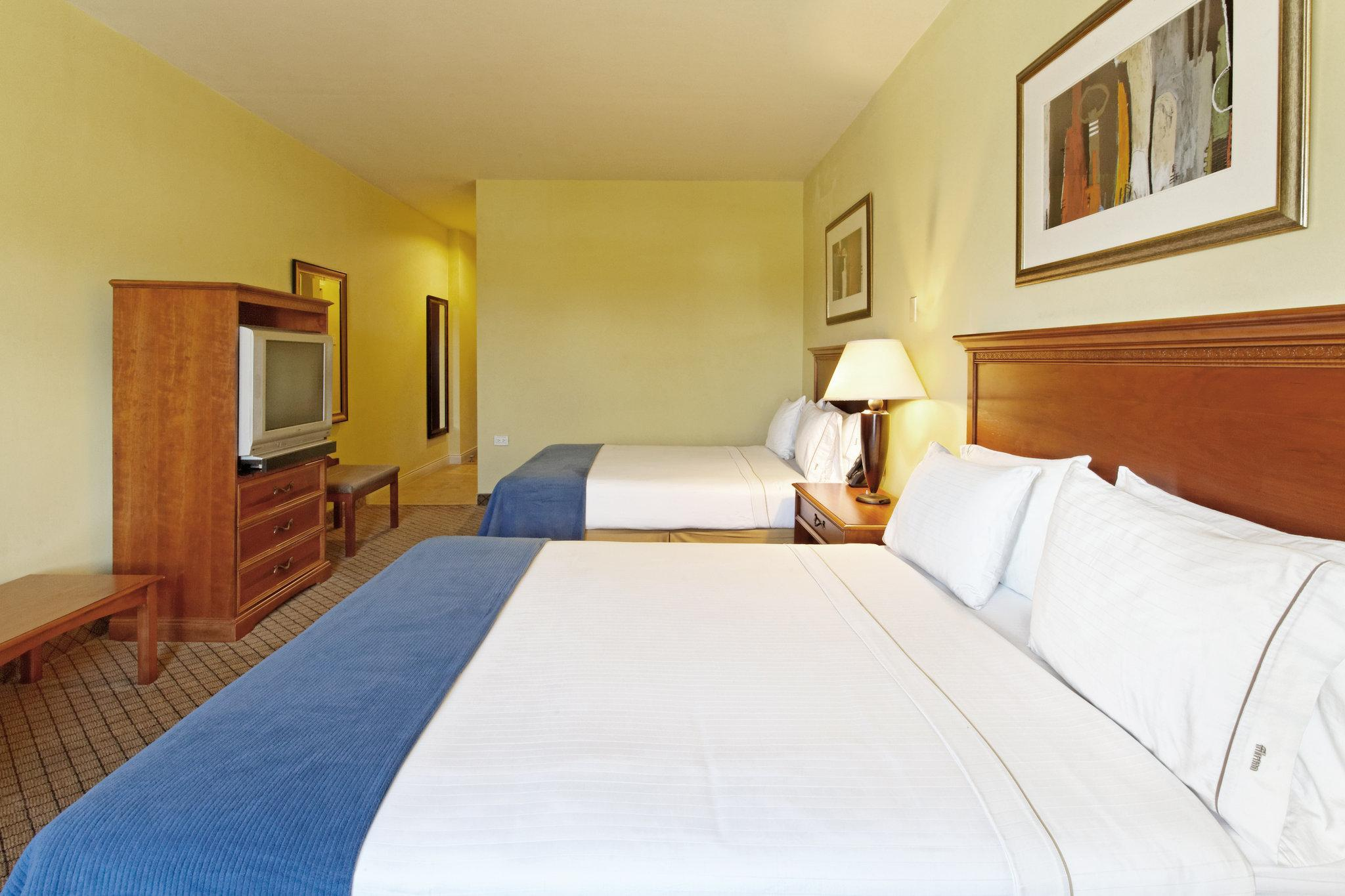 Suite with 2 Queen Beds - Wheelchair Accessible, Non-Smoking (2 Queen Beds Wheelchair Accessible Suite Non-Smoking)