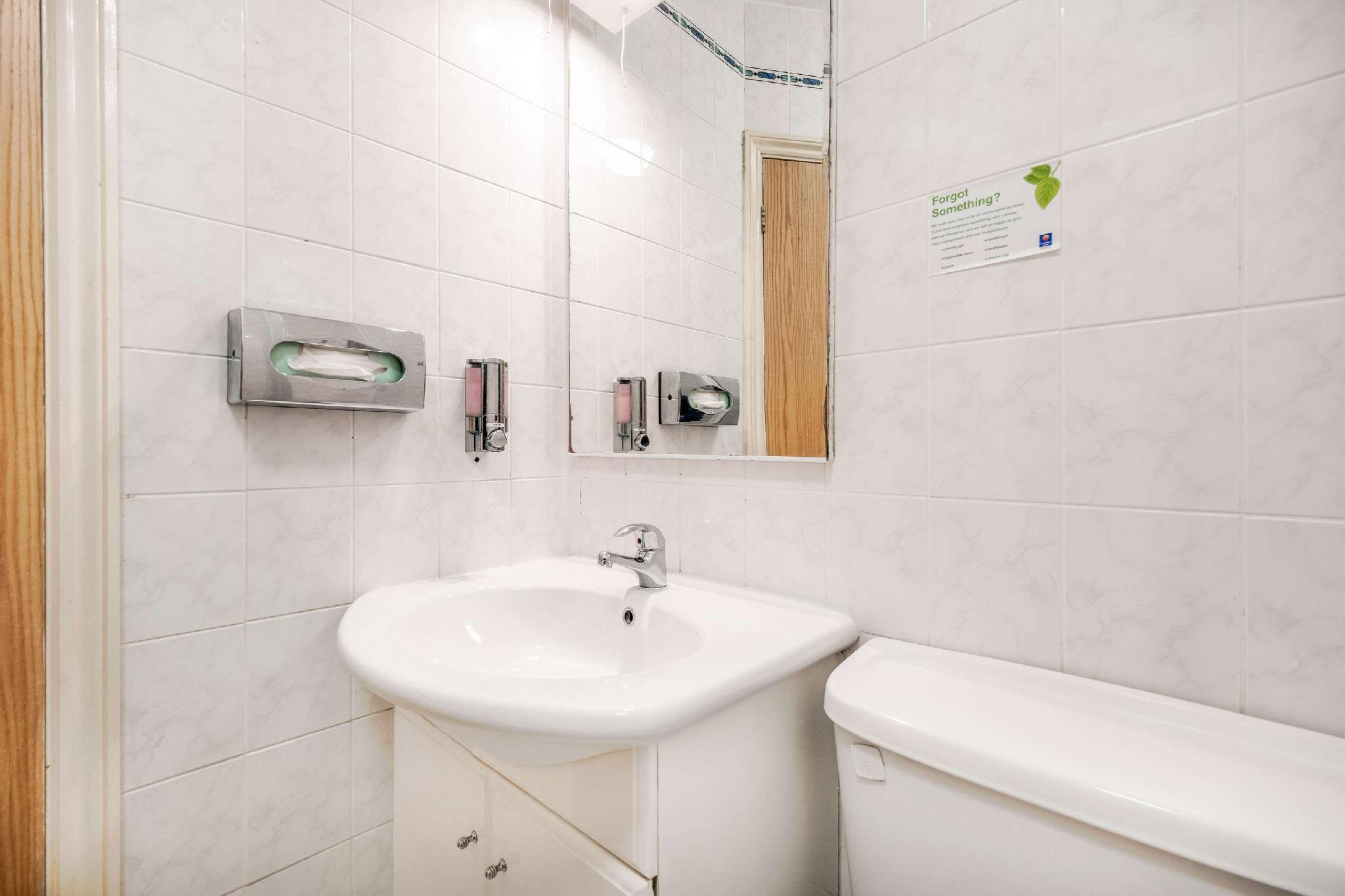 Comfort Inn Victoria Hotel London Deals Photos Reviews