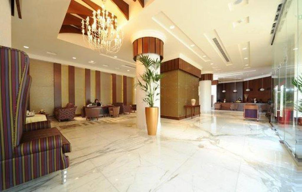 Lobby City Seasons Al Hamra Hotel