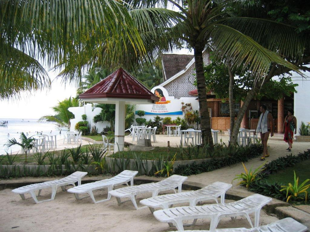 Beach Isis Bungalows