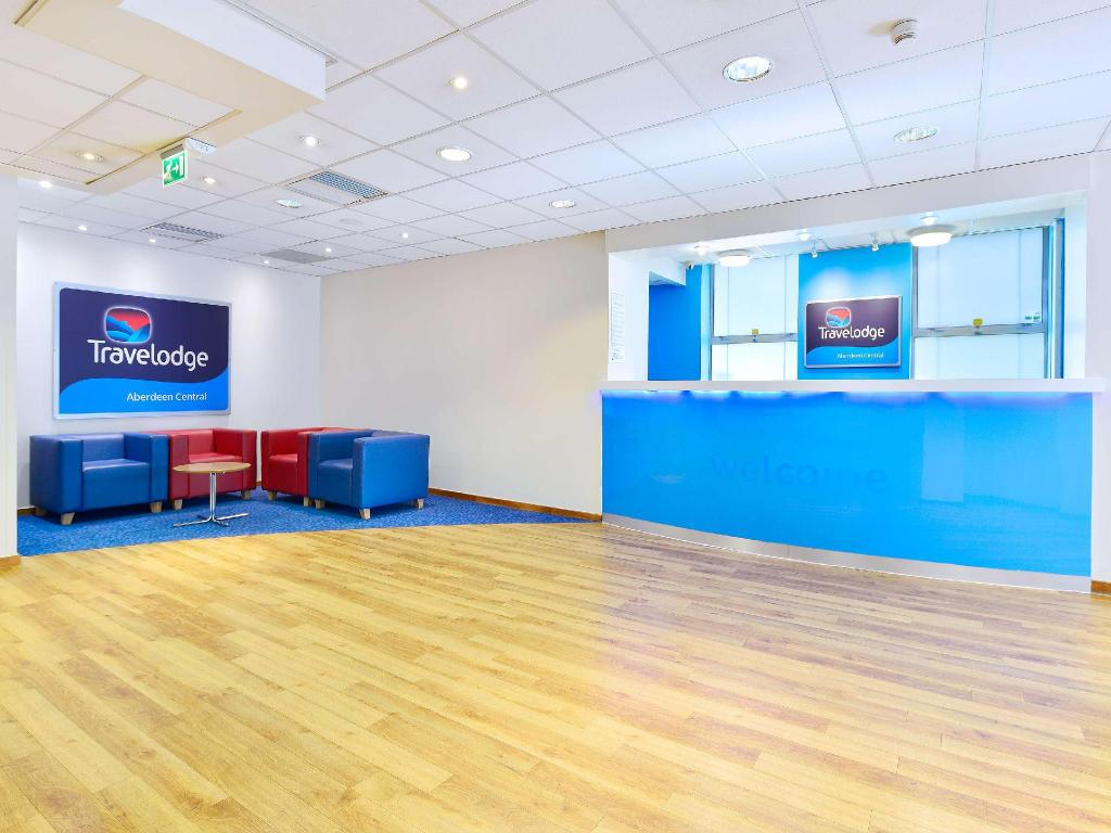 Lobby Travelodge Aberdeen Central