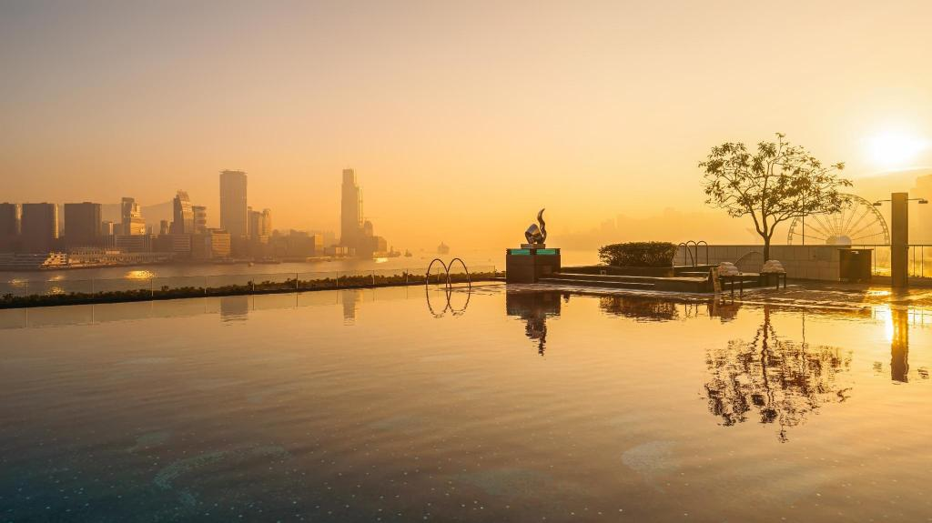 Swimming pool [outdoor] Four Seasons Hotel Hong Kong