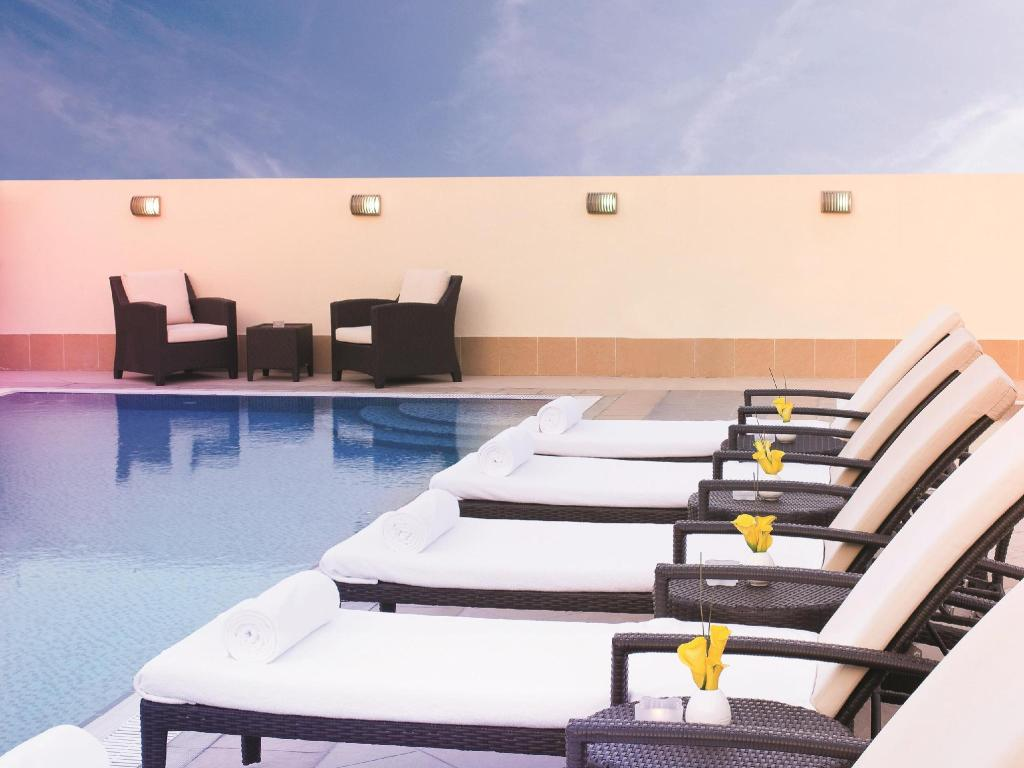 Swimming pool [outdoor] AVANI Deira Dubai Hotel