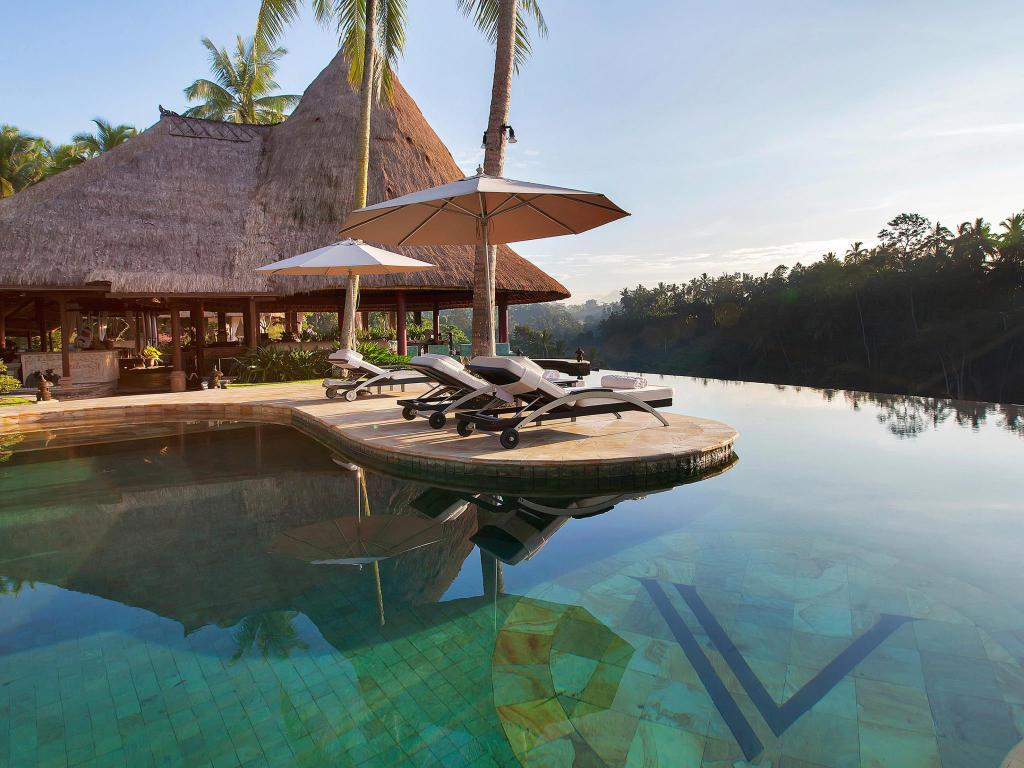 Swimming pool Viceroy Bali Luxury Villas