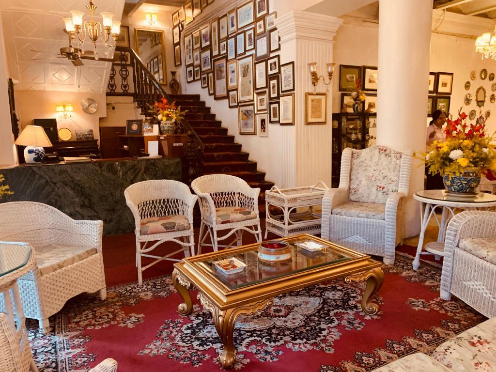 Tremendous The Elgin Fairlawn Kolkata From 39 Room Deals Photos Machost Co Dining Chair Design Ideas Machostcouk