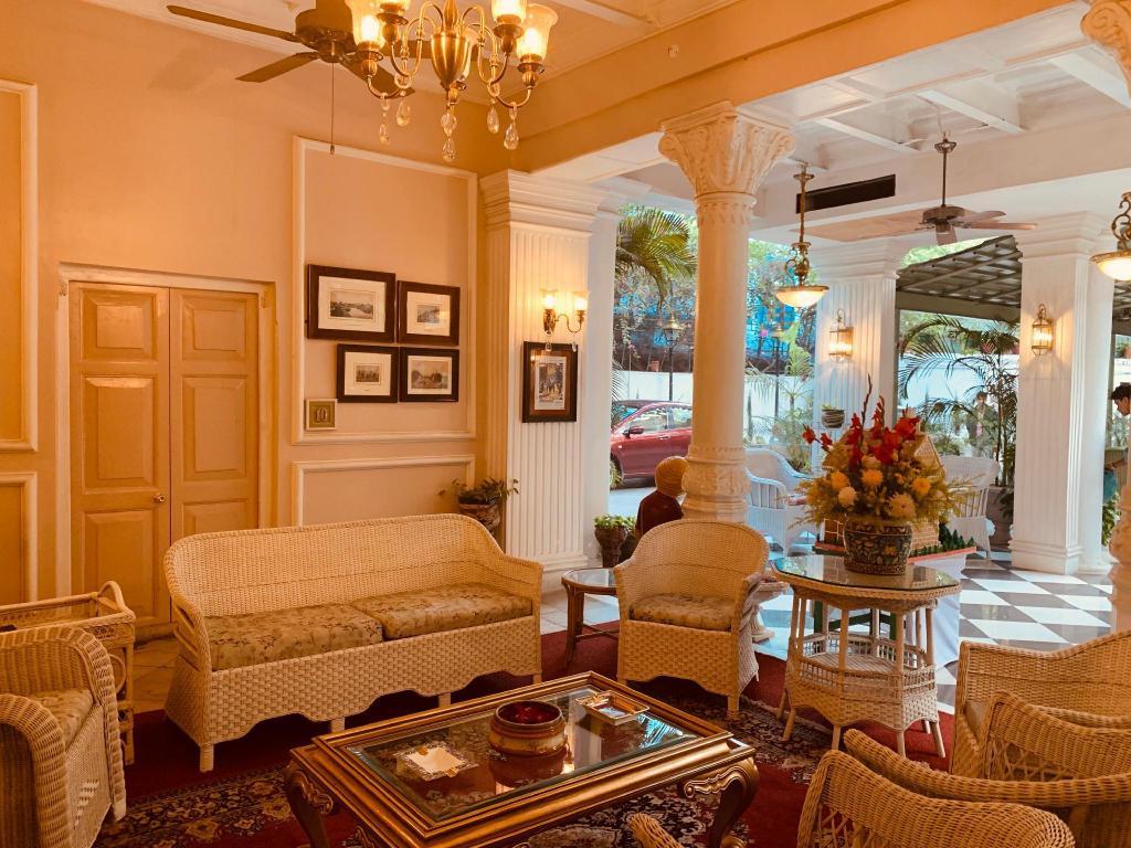 Wondrous The Elgin Fairlawn Kolkata From 39 Room Deals Photos Machost Co Dining Chair Design Ideas Machostcouk