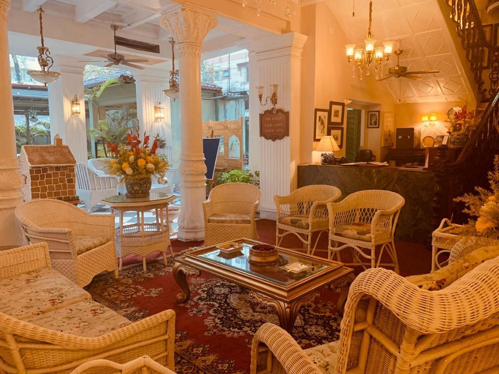 Astounding The Elgin Fairlawn Kolkata From 39 Room Deals Photos Machost Co Dining Chair Design Ideas Machostcouk