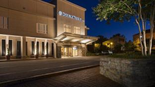 DoubleTree by Hilton Raleigh Brownstone University