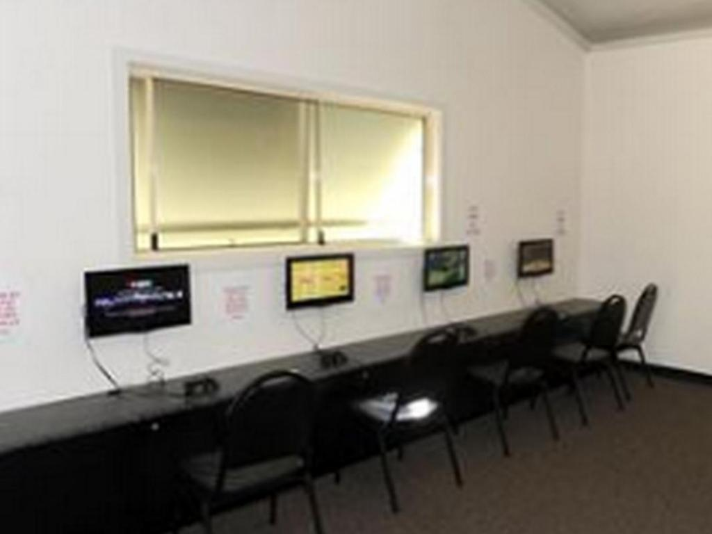 Business center Yarrawonga Holiday Park Cabins