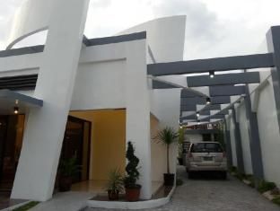 Dolyn Suites
