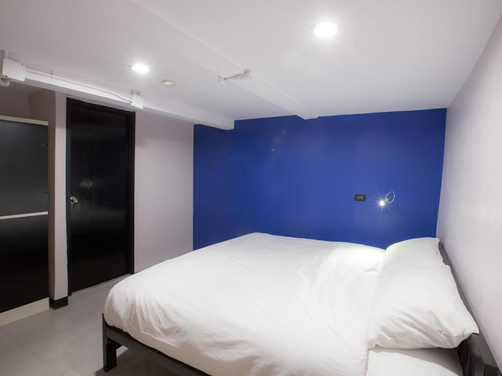 Private King Bedroom - Bed Jellybean The Blocks Hostel Sukhumvit 10