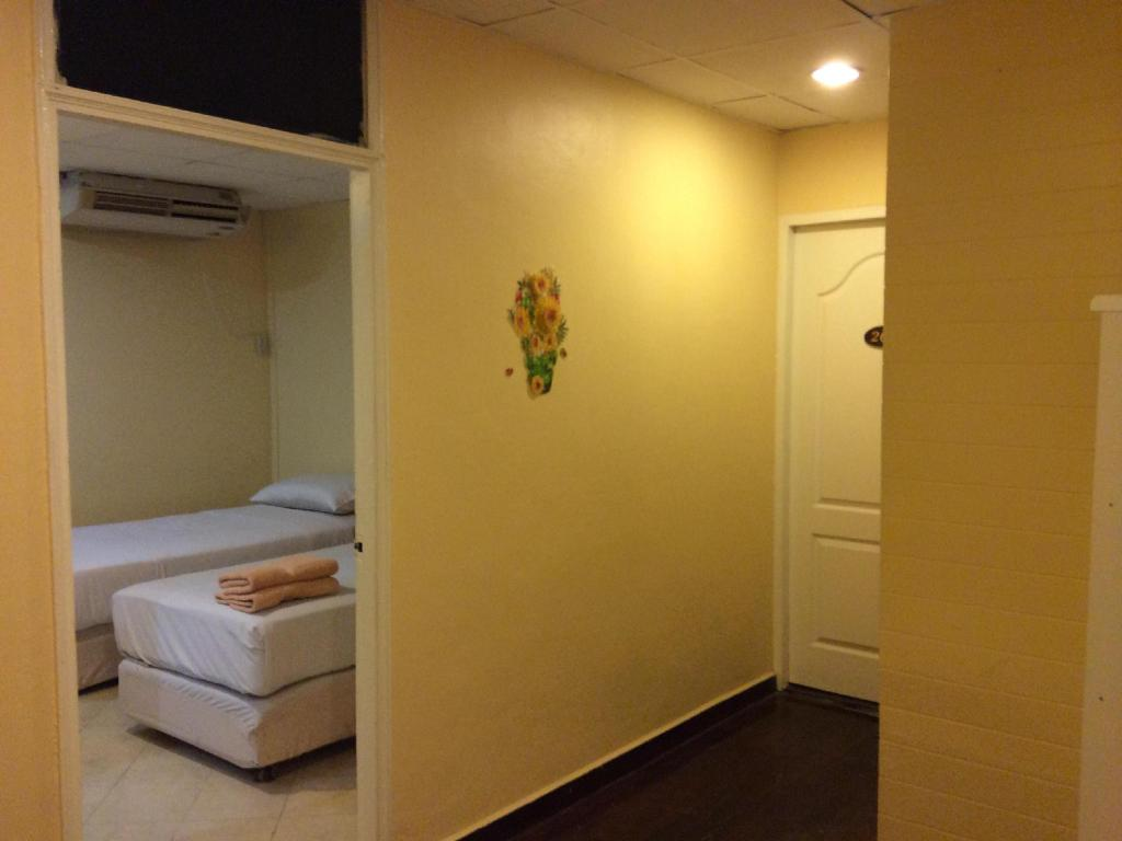 Chawan Room For Rent Hotel in Bangkok - Room Deals, Photos