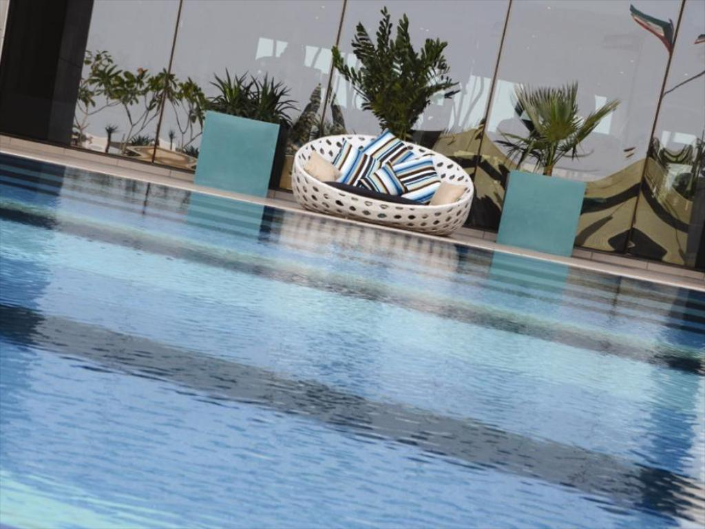 مسبح Symphony Style Kuwait, A Radisson Collection Hotel