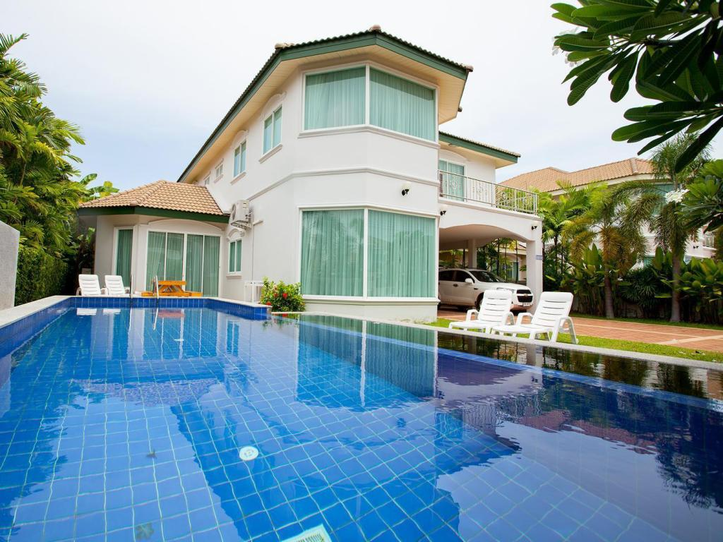 Best Price on Wonderland Pool Villa in Pattaya + Reviews!