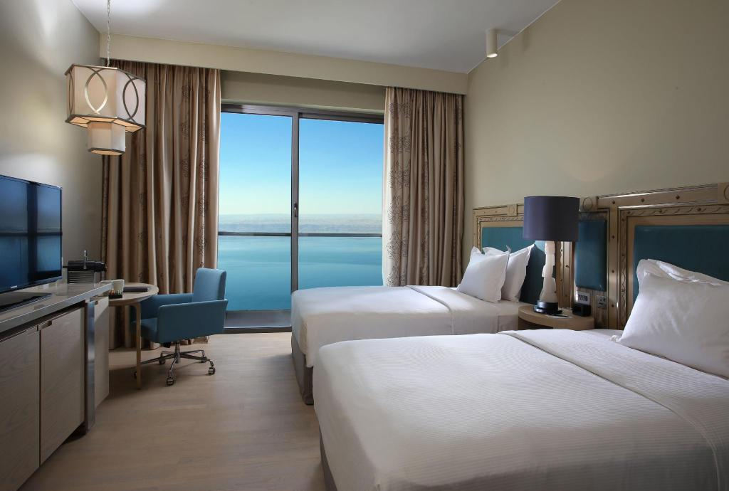 Two Deluxe Bed Executive Room with View - Bed Hilton Dead Sea Resort & Spa