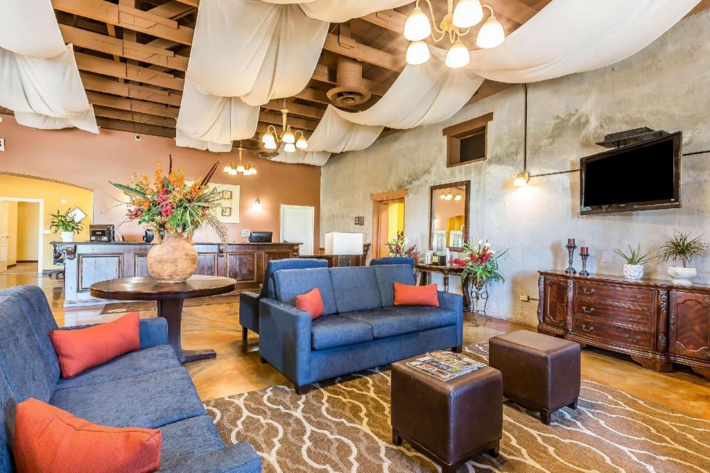 best price on comfort inn near fairplex in pomona ca. Black Bedroom Furniture Sets. Home Design Ideas