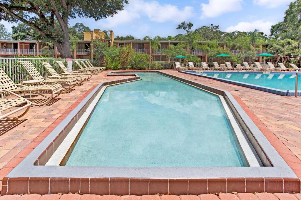 Swimming pool [outdoor] Howard Johnson by Wyndham Tropical Palms Kissimmee