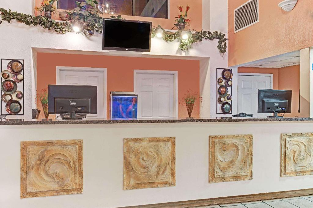 Lobby Howard Johnson by Wyndham Tropical Palms Kissimmee