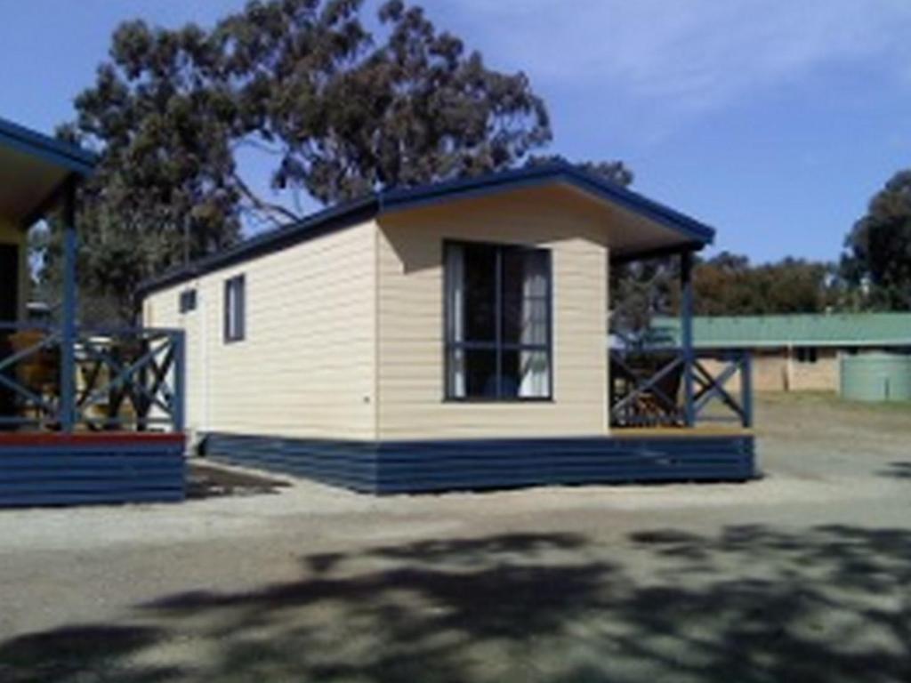 goulburn south caravan park cabin in australia room. Black Bedroom Furniture Sets. Home Design Ideas