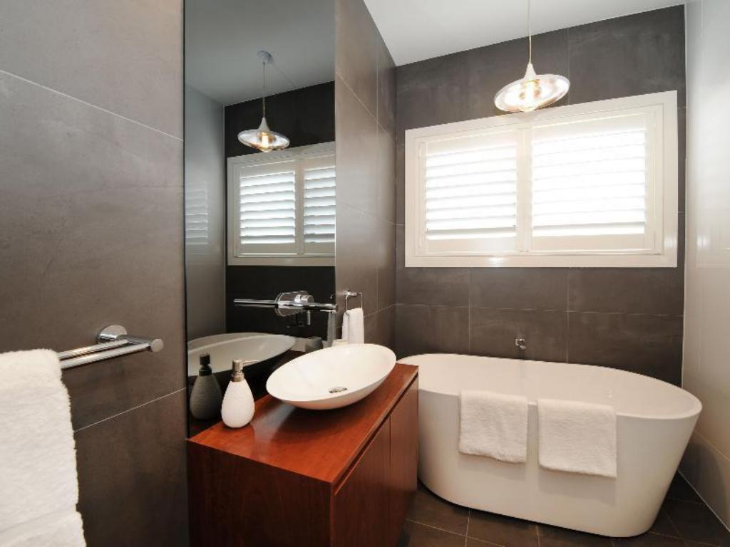 Bathroom Lewis Street Apartments by Kirsten Serviced Accommodation