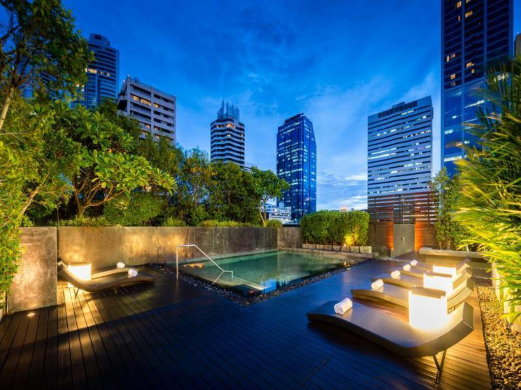 Swimming pool [outdoor] Maitria Hotel Sukhumvit 18 Bangkok – A Chatrium Collection