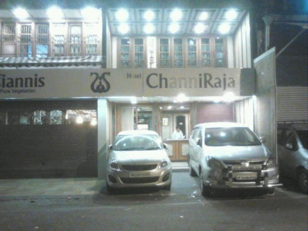 Entrance Hotel Channi Raja