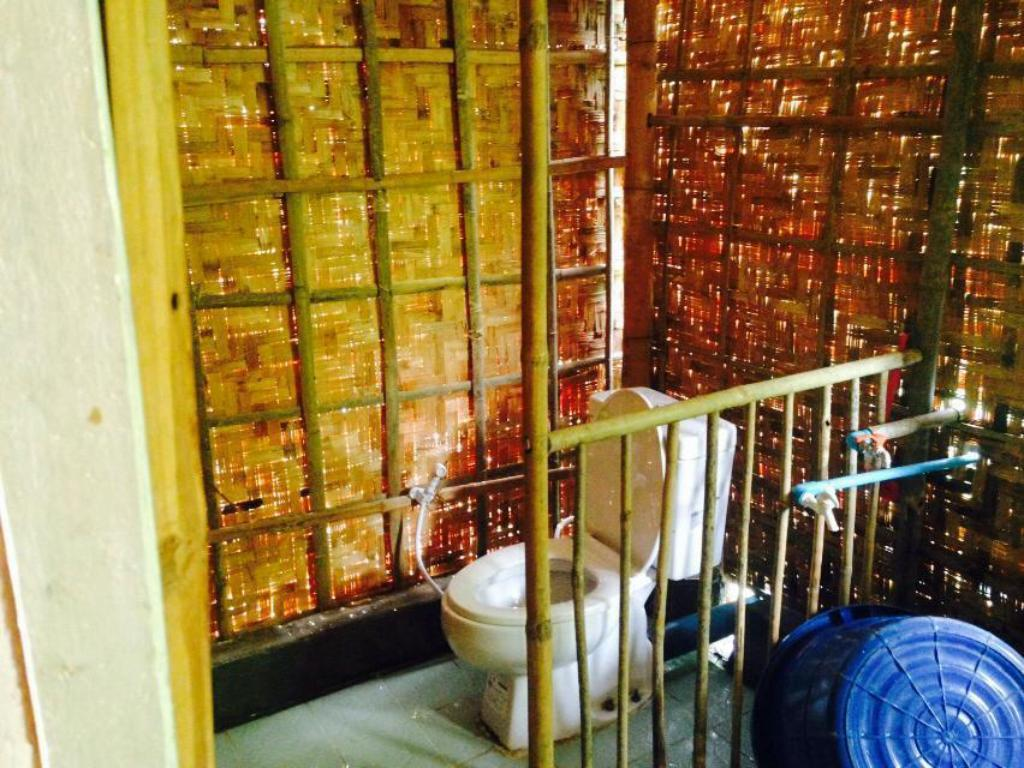 Bathroom Shwe War Yeik Country House