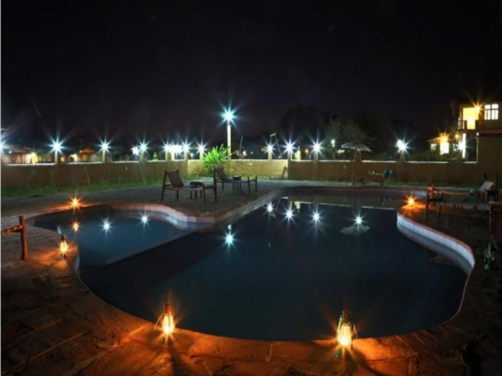 Swimming pool Kanha Eco Lodge