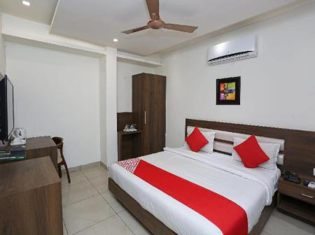 Classic Double or Twin - Bed OYO 5758 Hotel Square 36