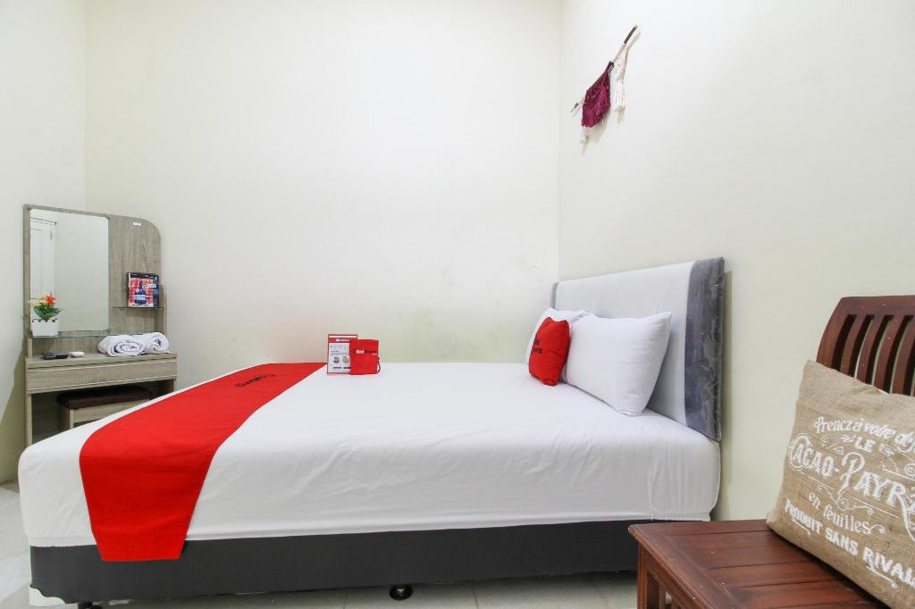 Bedroom RedDoorz @ Jalan Damai 3