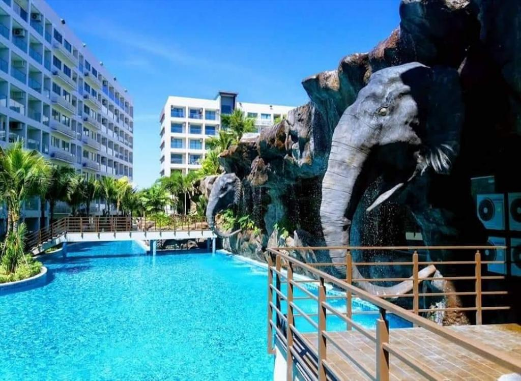 Maldives Pattaya Largest Pool Apartment Deals Photos