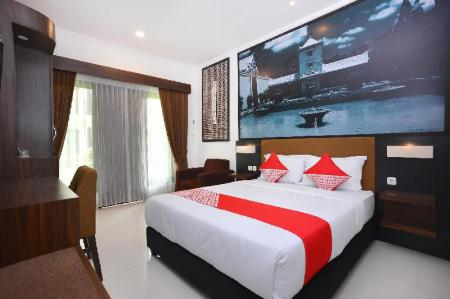 Deluxe Double Room - View OYO 611 The Edwin Syariah